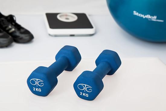 Co-je-potřeba-ke-cvičení-doma-posilování-fitness