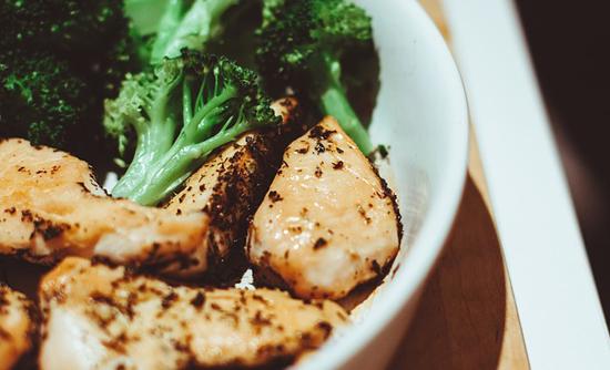 Co-jíst-po-cvičení-tréninku-jídelníček-recepty-zdravá-strava