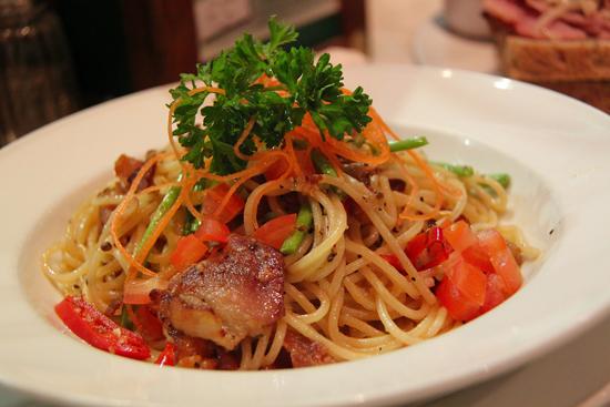 Fitness špagety s kuřecím masem a zeleninou