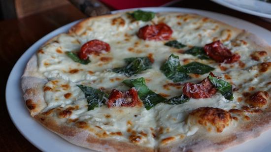 Výborná domácí pizza z pomazánkového másla