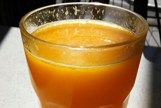 Domácí pomerančovo-mrkvový džus