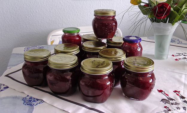 Jahodová marmeláda s vínem