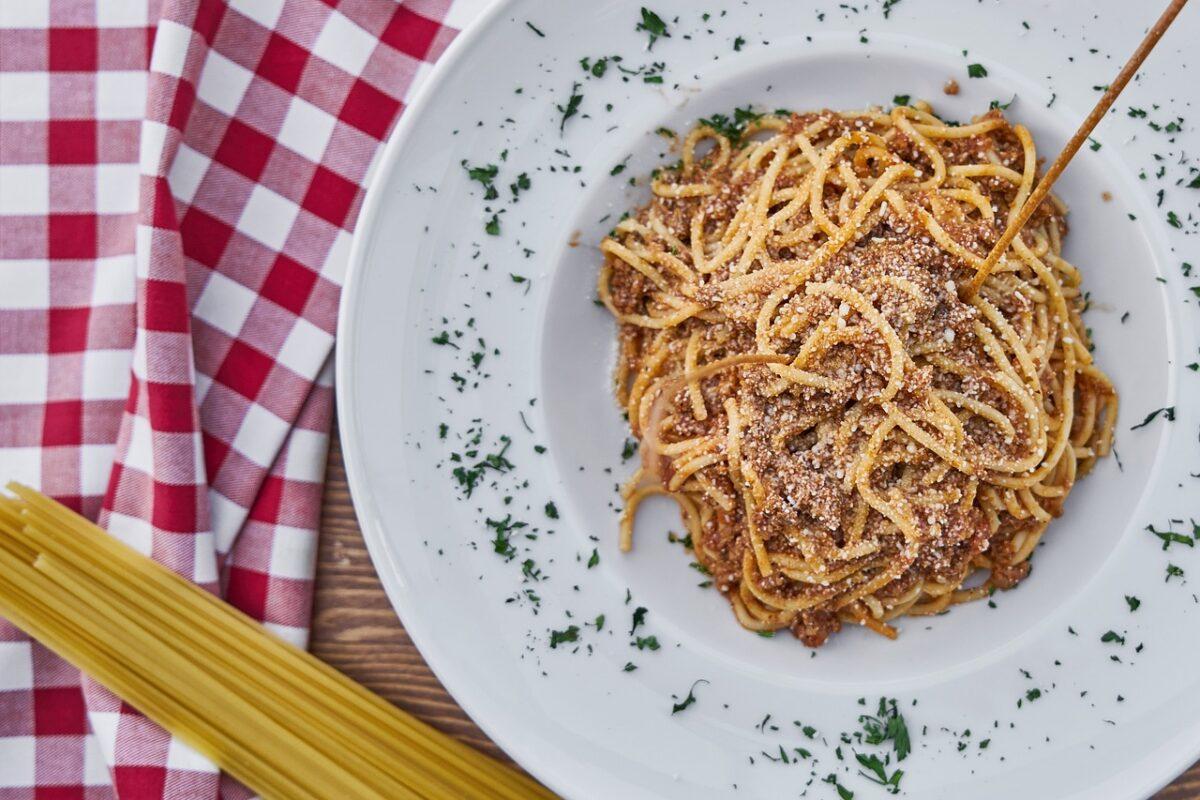 Špagety s domácí masovou směsí